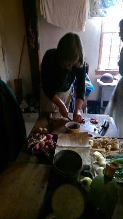 Coggeshall Farm Museum: Preparing a meal 18th century style