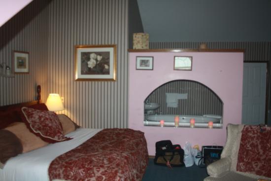 Georgetown Inn: the   bed room was huge