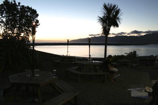Lake Ferry Hotel Restaurant : The Lake Ferry Hotel at dusk