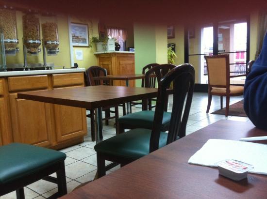 Americas Best Value Inn Nashville/South: Frühstücksraum-nur 4 Tische