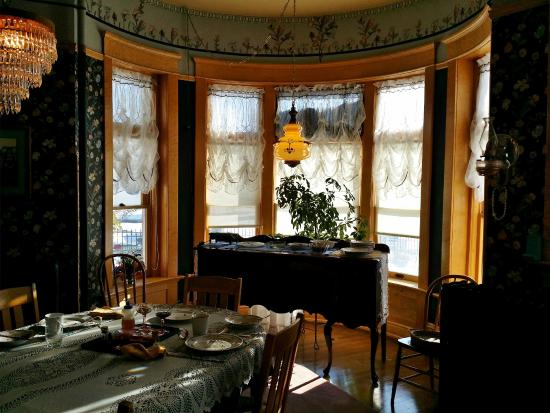 Ferris Mansion Bed and Breakfast : Pretty dining area