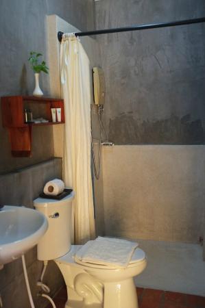 Villa Medamrei: Bathroom of standard double (Oct. 2014)