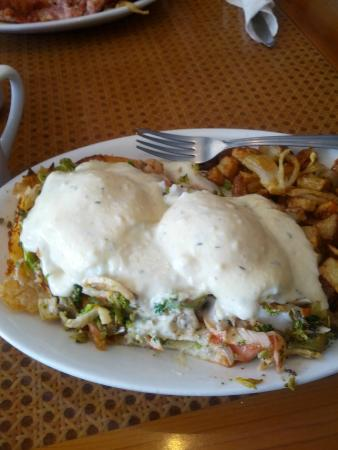 Lighthouse Cafe: Seafood Benedict (Lighthouse Style- with a croissant)