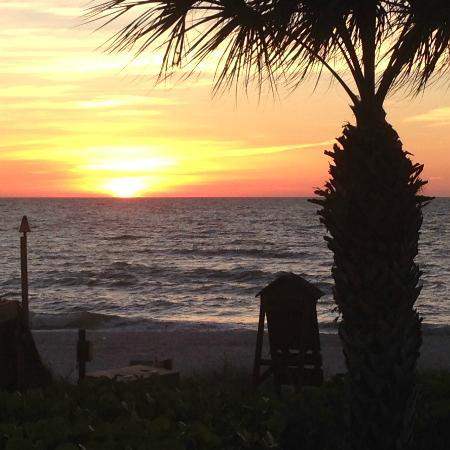 The Ritz-Carlton, Naples: Sunset from the Mumbo Gimbo restaurant on the beach!