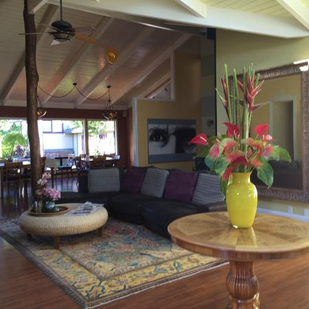 Waianuhea Bed & Breakfast: Living room and dining area