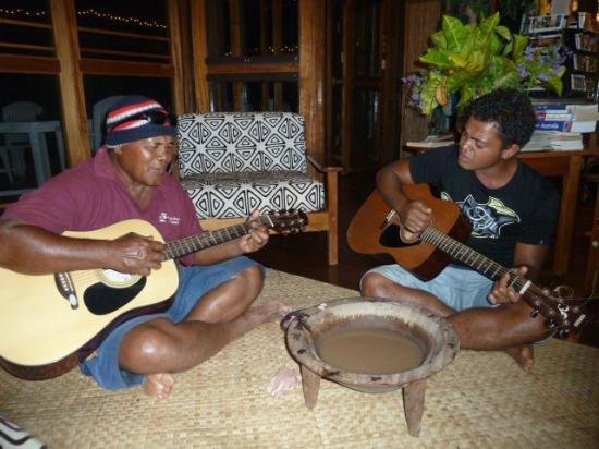 Coconut Grove Beachfront Cottages : Kava ceremony
