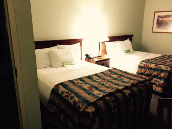 La Quinta Inn Radford: Two double beds have some give - comfy.