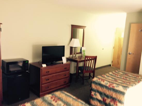 La Quinta Inn Radford: Small desk with lamp