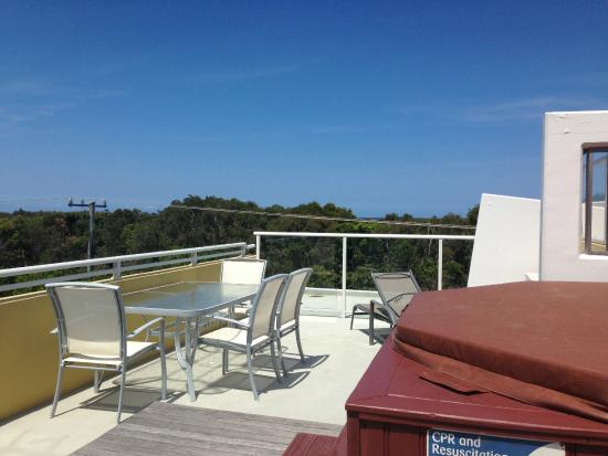 Seachange Coolum Beach: Rooftop spa area!