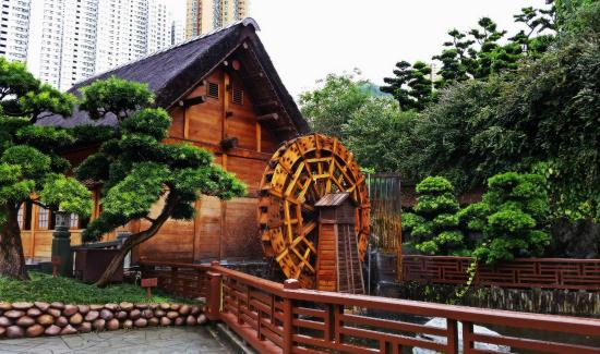 Nan Lian Garden: The Water Wheel