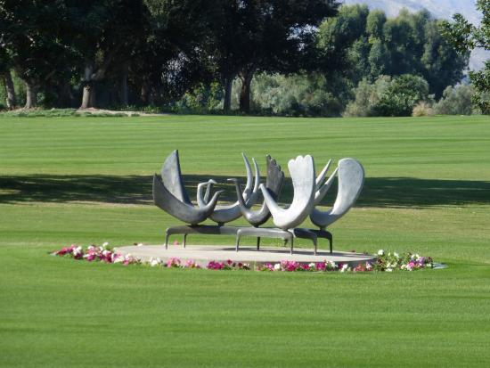 Sunnylands : One of many commissioned pieces on the drive up to the home