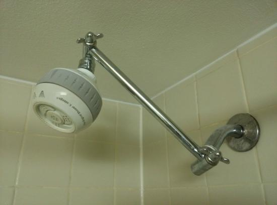 The Downtown Duluth Motel: Wtf kinda shower head rig is this?