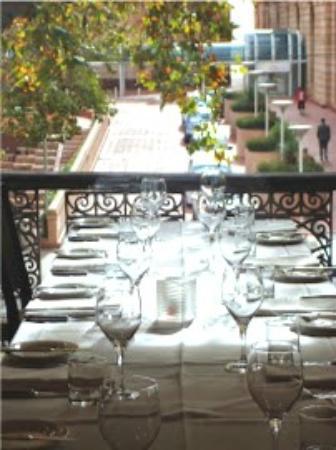 Strathmore Hotel Stonegrill: The Balcony Restaurant