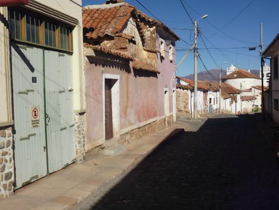 Casa AL Tronco: Green street door
