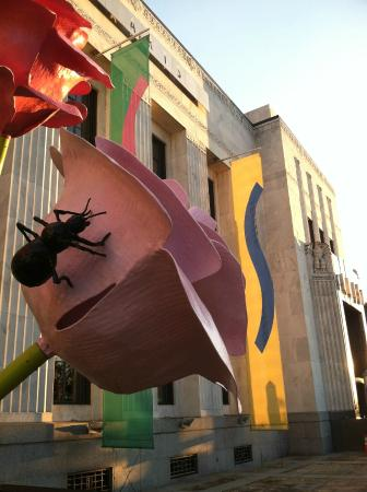 Outdoor sculpture at the Frist Center for Visual Arts