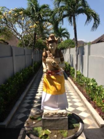 Kunti Villas: Entrance to villas