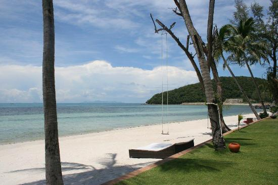 Baan Kilee Villa: View down the beach
