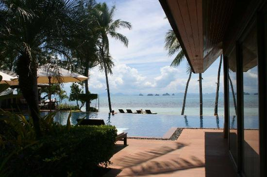 Baan Kilee Villa : View over the pool and beach