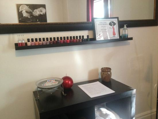 Barrie, Canadá: Spa use nail polish