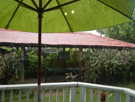 Hanalei Inn: Here comes the rain again...