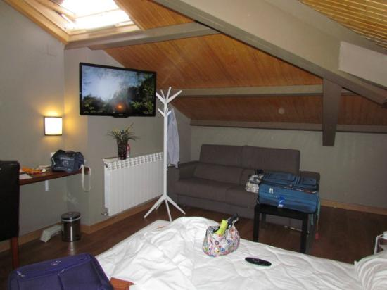 Hotel Arrope: One of the room corners with ceiling skylight
