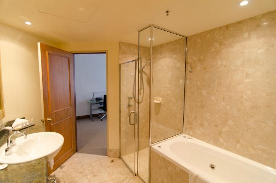 Rydges Melbourne Hotel : Queen Spa Suite