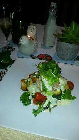 Riverview Spa : My delicious dinner served with a chilled bottle of champagne