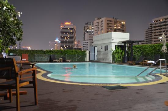 Lohas Residences Sukhumvit: piscine utilisable de 8 h à 21 h