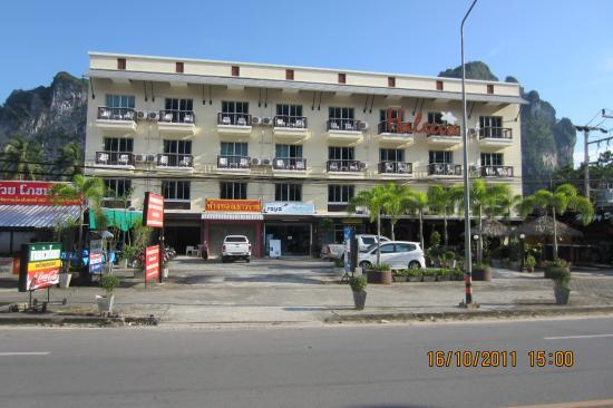 Haleeva Sunshine: Hotel