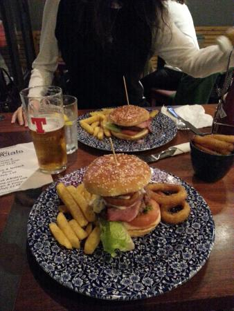 Wetherspoons the Great Glen: Big burger!!