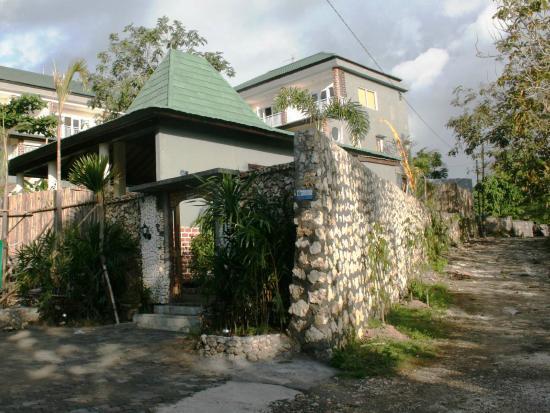 Pecatu Guest House: Entrance