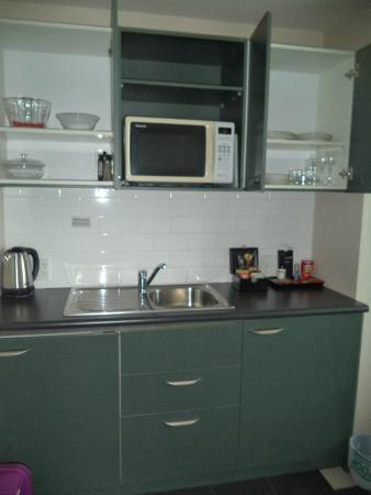 Scenic Hotel Auckland: Kitchen