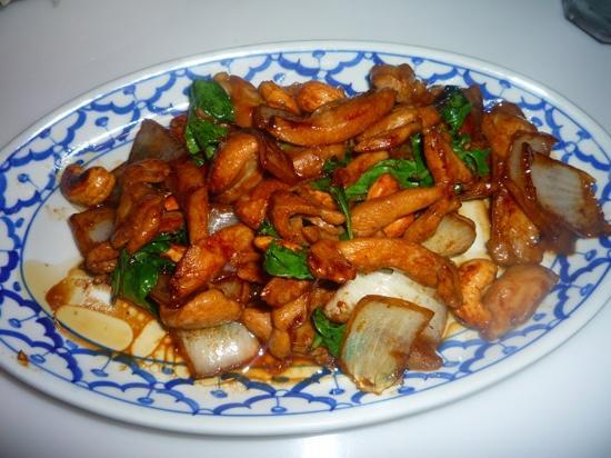 Saeng's Thai Cuisine: Cashew Nut Basil Chicken Specialty
