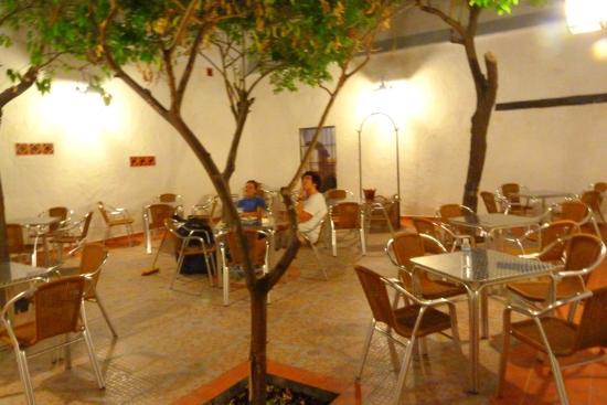 Cerveceria Carlos: Patio Interior.