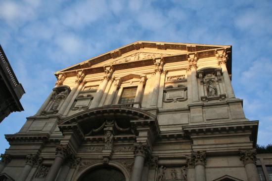 Chiesa di San Fedele: facciata