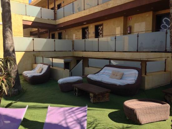 Hotel El Bichet: CHILL OUT PISCINA