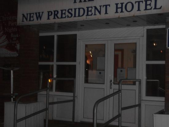 The President Hotel: Entrance to hotel
