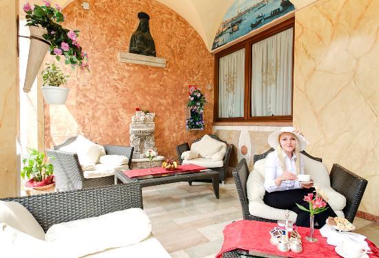 Hotel Belle Arti: Esterno Colazione