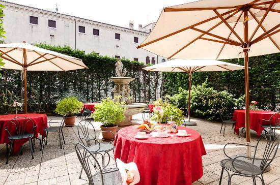 Hotel Belle Arti: Colazione Giardino