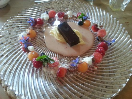 Ten Twenty Four Nz: Summer fruits with chocolate bar and cream sauce