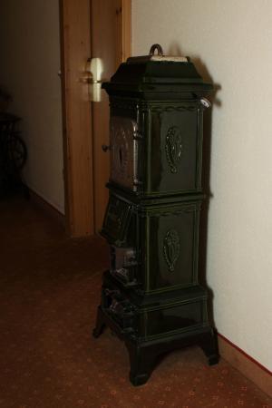 Augsburger Hof: Печь в коридоре.