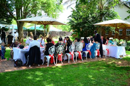 Gooderson Fabz Garden Hotel & Conference Centre: Lunch under the trees