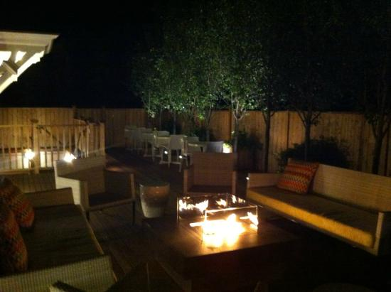 21 Broad Hotel : Fire place outside