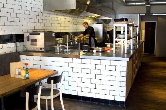 De open keuken hele dag open foto van flinders cafe restaurant groningen schuitendiep - Hoe dicht een open keuken ...
