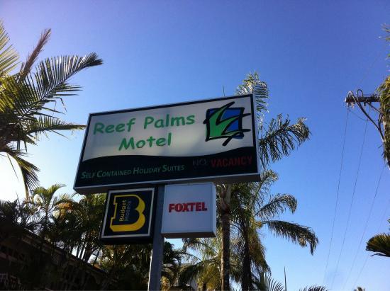 Reef Palms: Enseigne