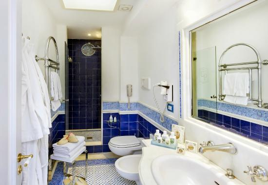 Luxury Villa Excelsior Parco: room bathroom