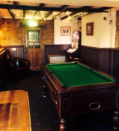 The Red Well Inn: Pool table!