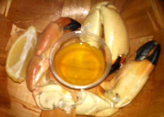 Smokin Oyster Brewery: Stone Crab appetizer