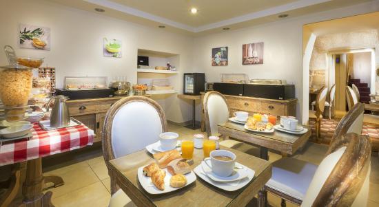 Hotel Aston Paris : Buffet - Salle de petit déjeuner