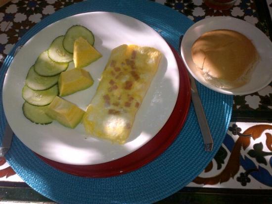 Villa Lou B&B: Part II of one of my breakfasts - tortilla, bread, greens